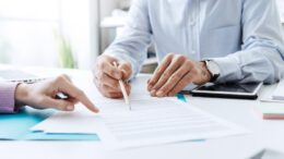 Why Does Everyone Need of Financial Advisor?